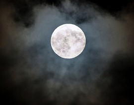Full moon photo by Shenghung Lin on Fliker